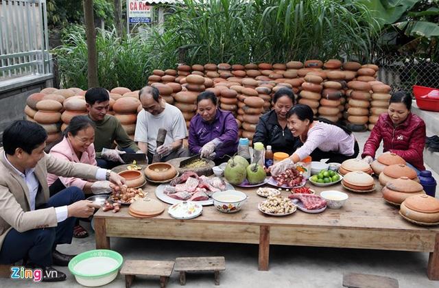 Năm 2009, công ty DASAVINA đưa món ăn cá kho Bá Kiến ra ngoài thị trường