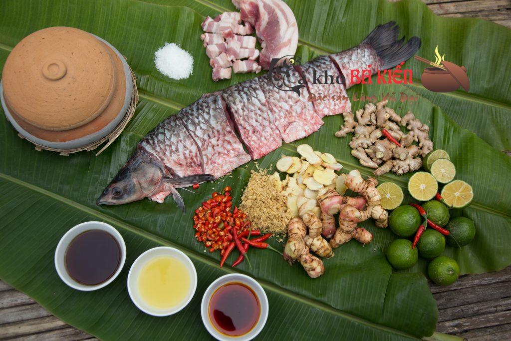 Cá trắm đen 3kg trở lên và 16 loại gia vị đặc biệt có trong món cá kho làng Vũ Đại